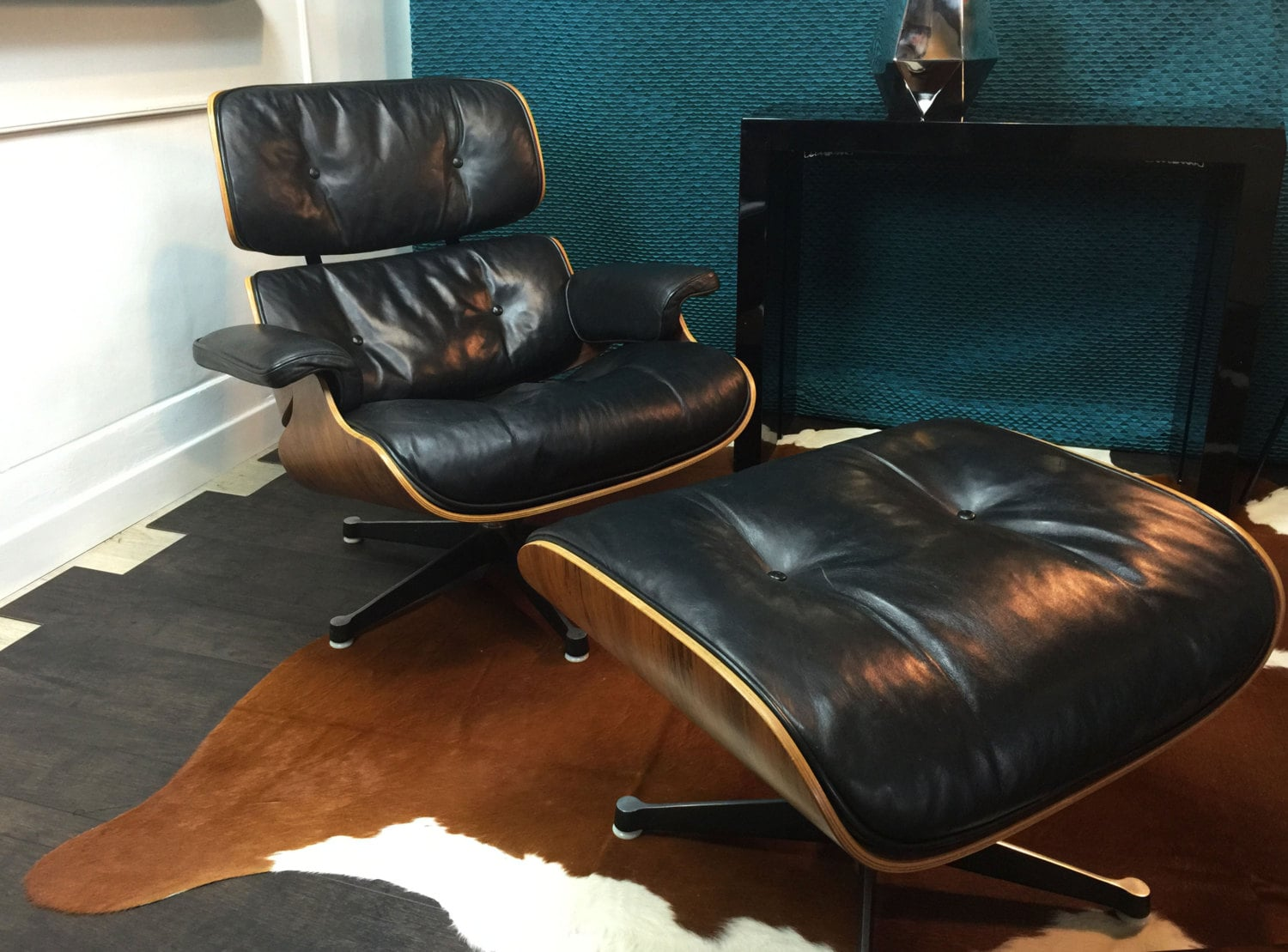 Authentic lounge chair black charles ray eames by for Mobilier international eames