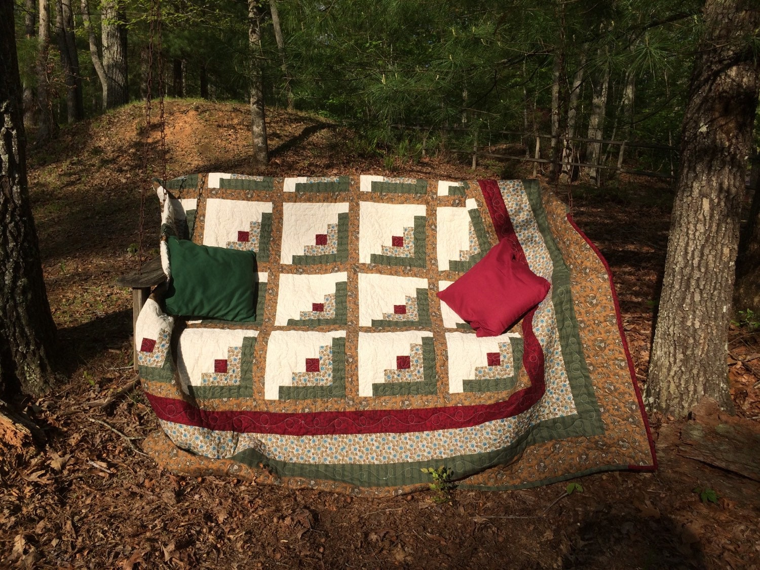 Log Cabin Quilt Pattern Free Queen Size : Queen size log cabin quilt. Dimensions 97x97.