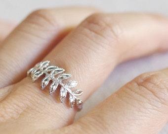 fern leaf ring . silver fern ring . delicate leaf ring . feather ring . leaf jewelry . fern jewelry . twig ring . branch ring // 4FERN