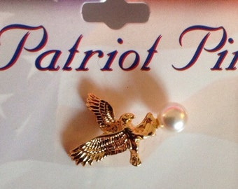 Vintage oldstock Patriot Pin Goldtone Eagle Pin with faux pearl  clutch lapel pin