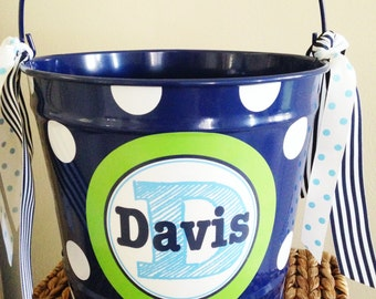 custom personalized 10 QUART name bucket with stacked name and initial design