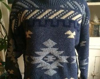 ON SALE....Vintage women's 1980's boho/hippie sweater. size M