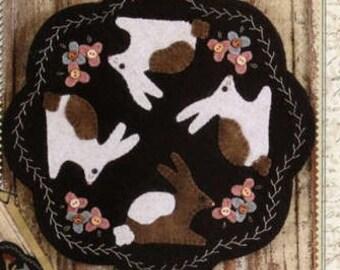 Primitive Folk Art Wool Applique Pattern - Folkart Penny Mats thru the Year - APRIL Bunnies