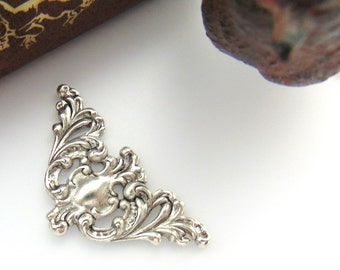 ANTIQUE SILVER (2 Pieces) Small Scroll Corner Stamping ~ Jewelry Ornament Findings (C-1108)