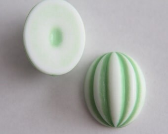Huge vintage green and white oval cabochon 32x26 (1)