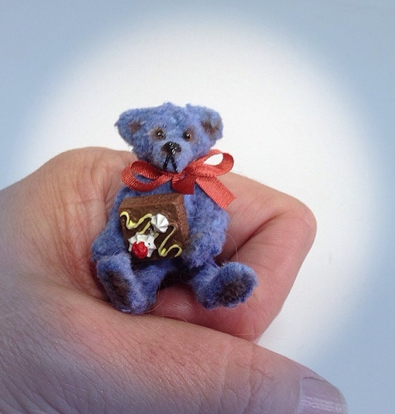 tiny pipecleaner bear perfect for your puki lati blythe