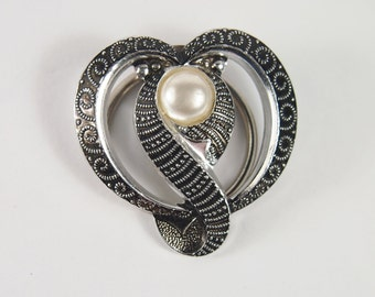 Fauc Pearl Heart Western Germany Scarf Clip Brooch Vintage 60s 70s Jewelry