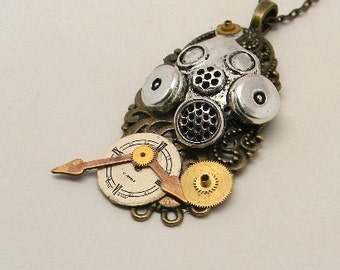 Steampunk jewelry. Sreampunk gas mask pendant necklace.