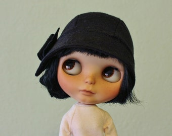 Cloche hat for Blythe black