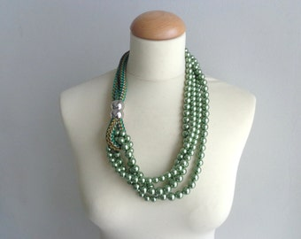 SALE! Pearl green Statement silver necklace