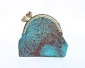 Kiss lock coin purse