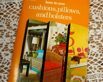 How to Sew Cushions, Pillows and Bolsters, Singer Howto Book, Sunburst, Puffed and Triangular Pillows,  Illustrations, 1974  (354-15)