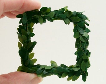 Large Square Green Wreath 1:12 Dollhouse Miniature Inch Scale Artisan