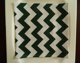 Hunter Green and White Chevron Napkins. Set of 4. Every Day Napkins. Contemporary Napkins.