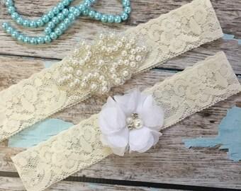 Wedding garter / Lace garter SET / bridal  garter / vintage lace garter / toss garter / wedding garter / pearl garter / white flower