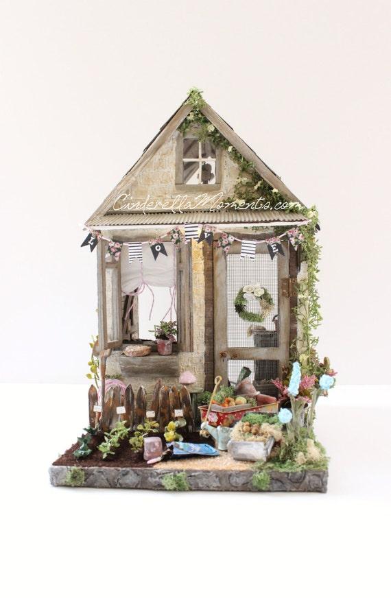 Petite maison de jardin custom furnished lighted garden shed for Petite maison de jardin
