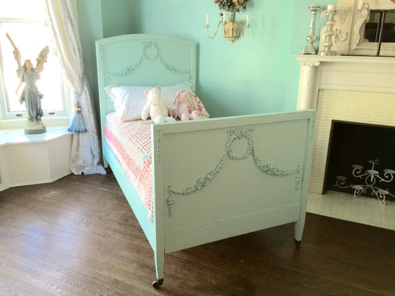 vintage twin bed 1