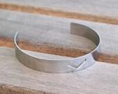 4 Stainless Steel Cuff Bracelet With Chevron ( 10x145x0.80mm )  Stl006   BRC106