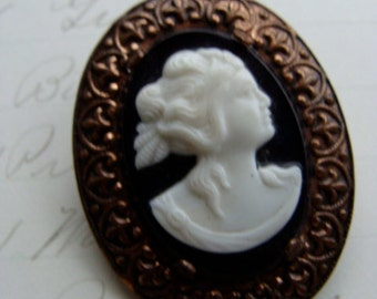 Vintage Antique Gothic Cameo Brooch N051