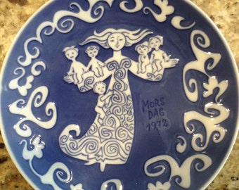 1972 Royal Copenhagen Mother's Day plate. This 1972 Royal Copenhagen Mothers Day plate was designed by Kamma Svensson and signed on back.