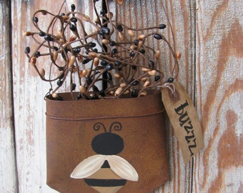 Primitive Bumble Bee Hand Painted Rusty Pocket with Berries GCC5264