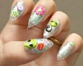 90s nails, stiletto nails, alien, 90s fashion, silver, yin yang, 3D nail, little gray, deco nail, Japanese nail art, neo hippie, alternative
