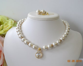 Cream Chunky Pearl with Gold Swarovski Pendant and Rhinestone Rondelles  Great for Bridesmaid Gifts