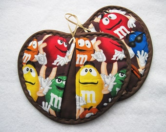 Hot pad  pot holder  set M and M  candy chocolate Heartshaped pot pincher