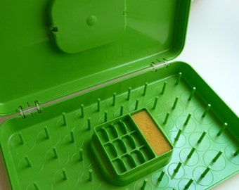 SALE thread case, bright green case, vintage bobbin case, Wil Hold, sewing room,plastic carrying case,unique case,home decor,sewing supplies
