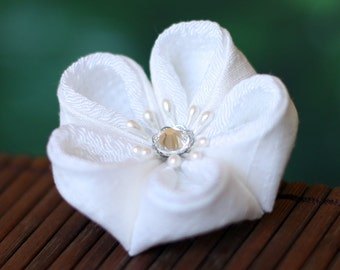 White flower brooch, Japanese pin, fabric, mother of the bride, bridal, wedding, kanzashi, floral, Asian, blossom, UK, handmade