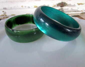 Vintage Moon Glow LUCITE Pearl Green Varigated 2 Bangle Bracelets Chunky