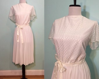 ON SALE Vintage 1970's White Dress with Pleated Skirt Size Large