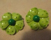 Vintage costume jewelry  /   green flower earrings