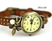 The bee Wristwatch Leather