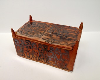 "Shino Glazed 4 Post Lidded Box with Figures - ""Red Men"""