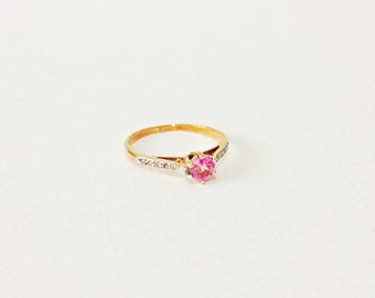 Vintage pink sapphire solitaire and diamonds 14kt gold ring