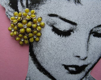 vintage flower earrings, 1950's floral cluster, yellow daisy earrings, jewel flower clip-ons