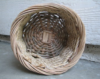 Small Vintage Basket - Rope - Wicker -  Spring Special - Decor - Shabby - Supply - Floral - Gift Basket - Storage - Container