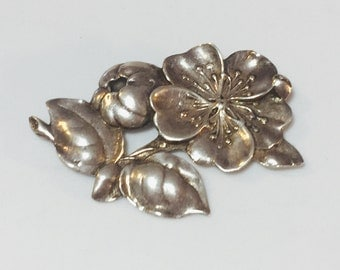 Beautiful Sterling silver Flower Designer Sined Vintage Brooch