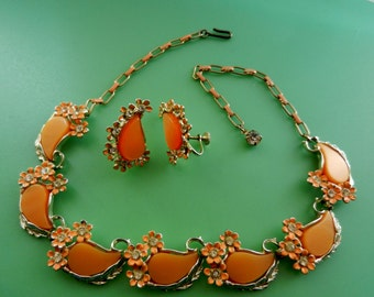 1950s Signed KARU ARKE Very Cool thermoset moonglow apricot necklace and earrings set - Art.783/3 -