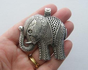 1 Elephant pendant antique silver tone E37