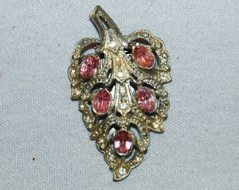 Vintage / Dress Clip / Pink / Rhinestone / Collectible / old jewelry