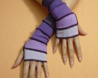 Short Purple Lavender Fingerless Gloves, Fresh Armwarmers in Upcycled Look, Reconstructed Jersey Sleeves, Boho Hippie Armstulpen