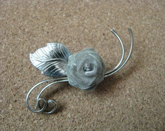 Vintage silver tone mesh flower pin brooch