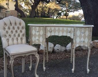 Petite Royal Kidney Shaped Desk