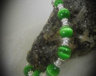 Green Cats Eye Silver Beaded Bracelet 6 inch