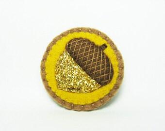 Gold Glitter Acorn Felt Brooch / Metallic Gold Acorn Felt Brooch / Gold Yellow Acorn Felt Brooch / Gold Shimmer Felt Acorn - made to order
