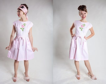 Vintage 1950s Pink Swirl Dress - Embroidered Flower - Pastel Summer Fashions