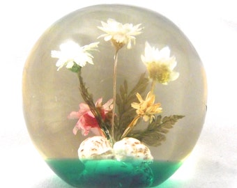 Round Flower Paperweight, Small Vintage Resin Paper Weight