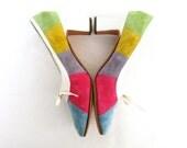 Vintage Heels Leather Rainbow Stribes Blue Pink Yellow Purple Suede Bow Pumps 1960 60s SZ 8 Größe 38
